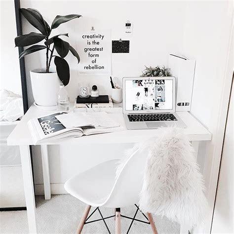bureau hello pas cher 25 best ideas about minimalist desk on desk