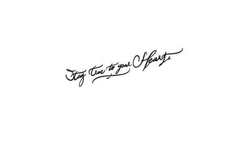 tatouage poignet phrase femme excessial calligraphie