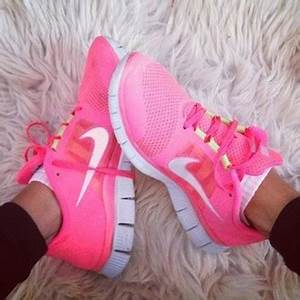 pink nike nike sneakers shoes pink shoes exercise
