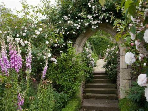 Coole Gartengestaltung Mit Rosenbogen  Blickpunkt Im Garten