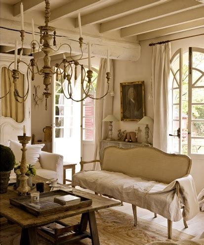 Read on to explore which elements make this style work and why. Décor de Provence