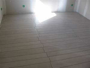 carrelage imitation parquet la construction de fortitou With carrelage type parquet