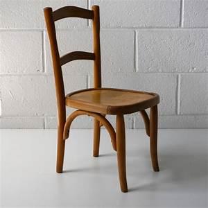 Chaise Enfant Vintage : thonet chaise bistrot enfant la marelle mobilier vintage enfant ~ Teatrodelosmanantiales.com Idées de Décoration