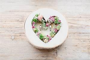 Herz Mit Blumen : ringschale aus holz mit herz und blumen schokoladenseite work pinterest wedding ~ Frokenaadalensverden.com Haus und Dekorationen