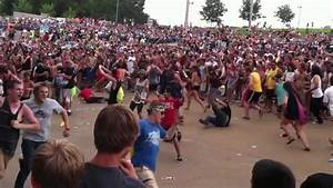 Massive circle pit at Pierce The Veil, Warped Tour. - YouTube