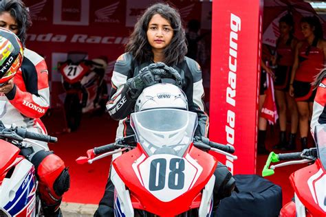 This Female Motorcycle Racer Likes Putting