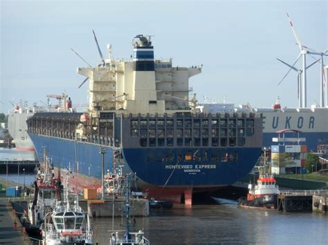 """11 фраз в 6 тематиках. Containerschiff """"Montevideo Express"""" am 10.05.15 in ..."""