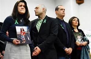 Parents of slain Sandy Hook kids call for national ...