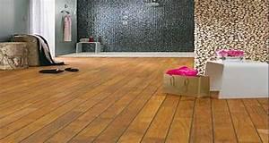 un parquet dans la salle de bains c39est possible deco cool With sol bambou salle de bain