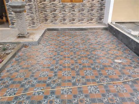 pemasangan lantai keramik rumah terlaris terbaik
