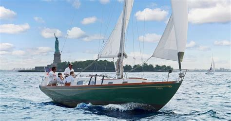 Sailing Boat Nyc by Luxury Boat Rentals New York Ny Hinckley Cruiser 804