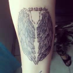 aile d ange tatouage avant bras ailes d ange avec la date de naissance de mon fils