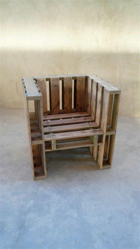 canapé en palette fauteuil en palette table de lit