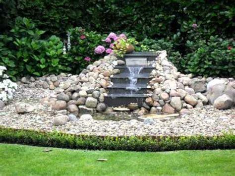 garten wasserfall selber bauen wasserfall wassertreppe feldsteine 1