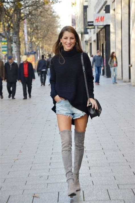 16 Outfit Ideas to Look Chic While Wearing Shorts in Winter