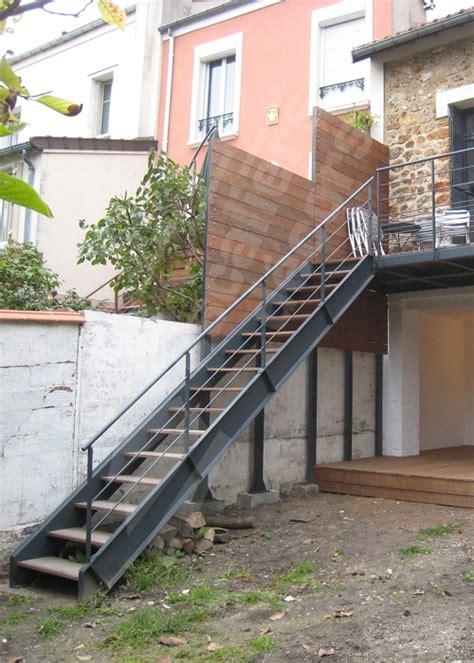 photo dt108 esca droit 174 escalier droit ext 233 rieur design en m 233 tal et bois d acc 232 s 224 une