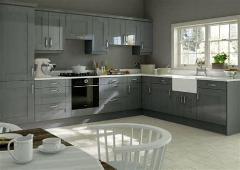 cuisine rustique grise cuisine gris anthracite 56 idées pour une cuisine chic