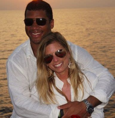 Russell Wilson Wife Meme - russell wilson s wife ashton meem wildly cheering husband to super bowl 2014 famous couples