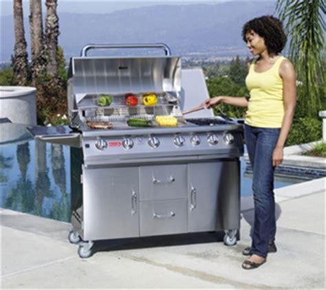 cuisiner avec barbecue a gaz agrémentez votre espace piscine avec des barbecues et