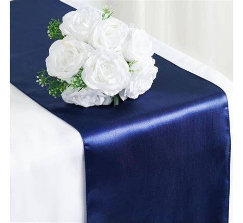 chemin de table mariage satin bleu marine les couleurs