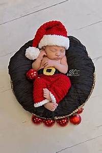 Ravelry Newborn Santa Claus Hat and Pants pattern by