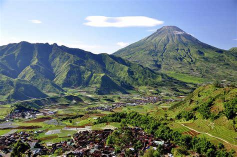 menikmati puncak dieng atap surga    indonesia