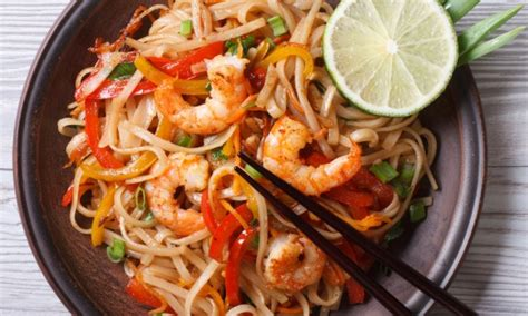 cuisine thailandaise facile recette de pad thaï savoureuse et facile à préparer