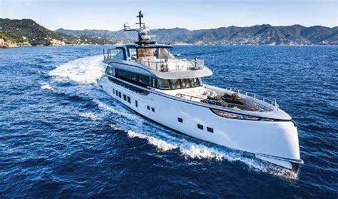 Yats Boats by Luxury Yachts Sailboats And Powerboats For Sale