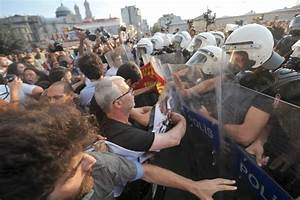 Turkey police fire tear gas to disperse protesters
