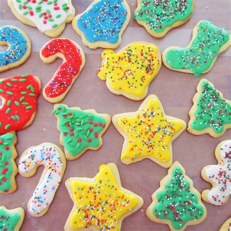 They take after chocolate crinkle cookies, but are a delightful refreshing lemon flavor sprinkle with powdered sugar. Christmas Lemon Sugar Cookies / Best Cut Out Sugar Cookie Recipe Joyfoodsunshine - Frosted sugar ...
