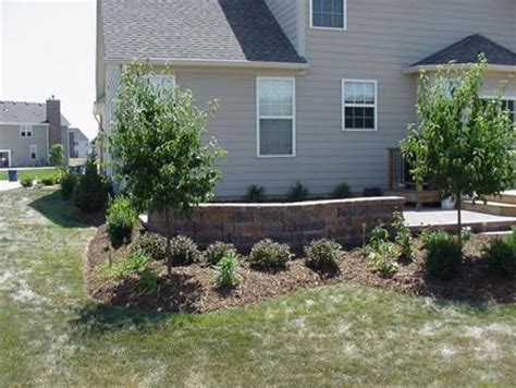 landscaping around patio seating wall in
