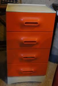 Petit Meuble à Tiroirs : meuble vintage orange 70 s brocante decoration ~ Teatrodelosmanantiales.com Idées de Décoration