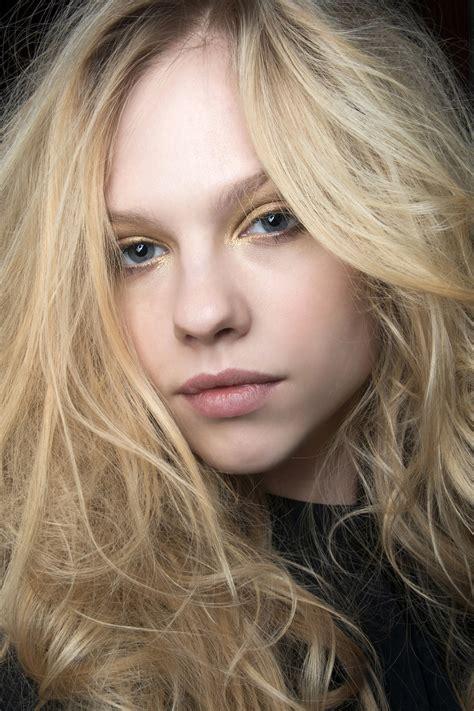 tousled hair expert tricks  tips stylecaster