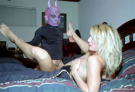 Scary Midget Demon Guy Fucking Blonde Slut Pichunter