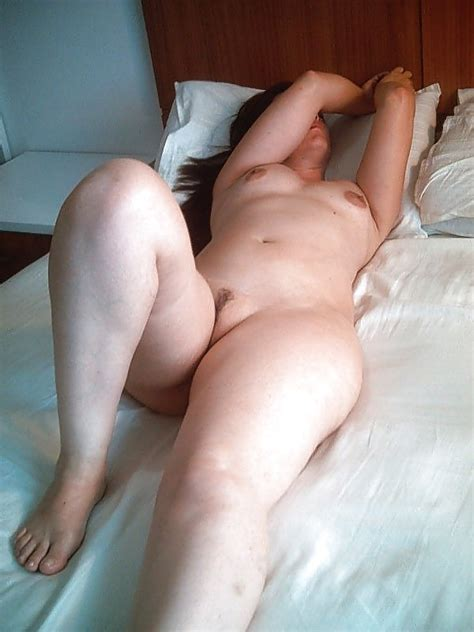 The Curvy Brazilian Wife Showing Her Pale Soft Body 12
