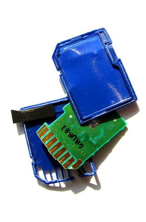 So what happens when you order home delivery, or get. How to Remove a Stuck Memory Card | Techwalla.com