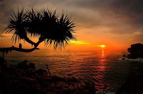 sunset pantai candi wisata yogyakarta