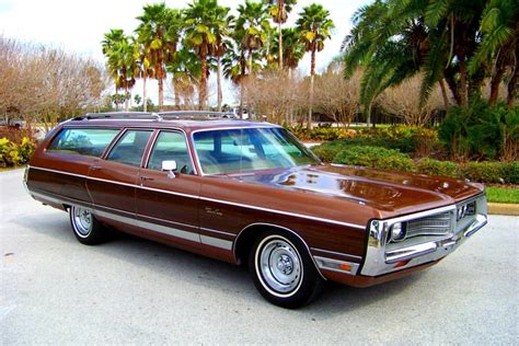CHRYSLER TOWN & COUNTRY - 610px Image #2