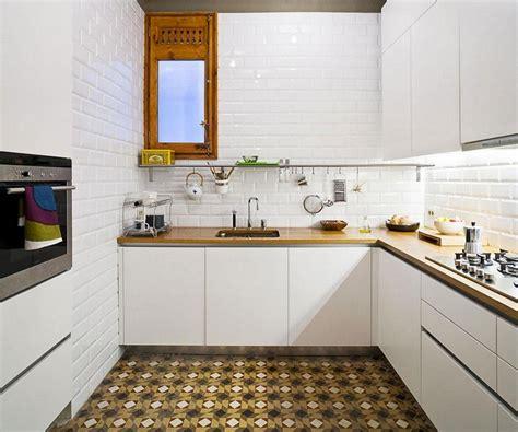 installer credence cuisine modele credence cuisine jaune les niches soulignent de