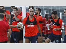En Mestalla se mira a Zaza y se juega el crédito Míchel