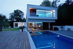 maison contemporaine avec piscine a debordement en angleterre With maison design avec piscine