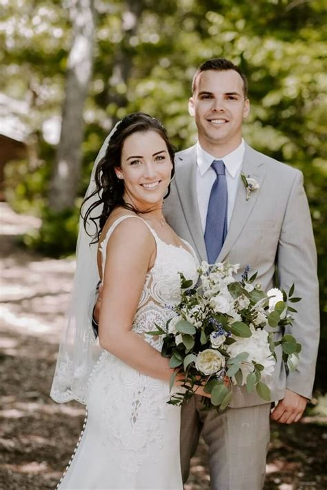 Real Essense of Australia Bride Emilyanne + Trey Pretty