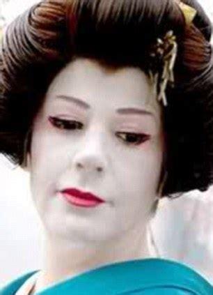 make up classes in dc australian fiona graham becomes caucasian geisha