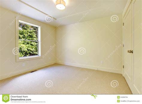 chambre du vide intérieur neuf beige vide de chambre à coucher images stock image 24268704