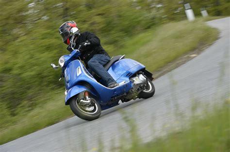 Review Vespa Gts by Ride Vespa Gts 300 Review Visordown