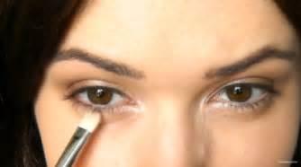 makeup mempercantik mata  pemula cosmetics