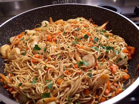 pates chinoises aux crevettes nouilles chinoises saut 233 es aux crevettes
