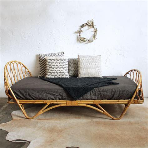 lit rotin vintage forme corbeille atelier du petit parc