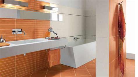 Badezimmer Fliesen Farbig by Farben Im Bad Wandgestaltung Badezimmer Fliese Bis