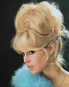 Most Iconic 1960s Makeup Trends  Blush